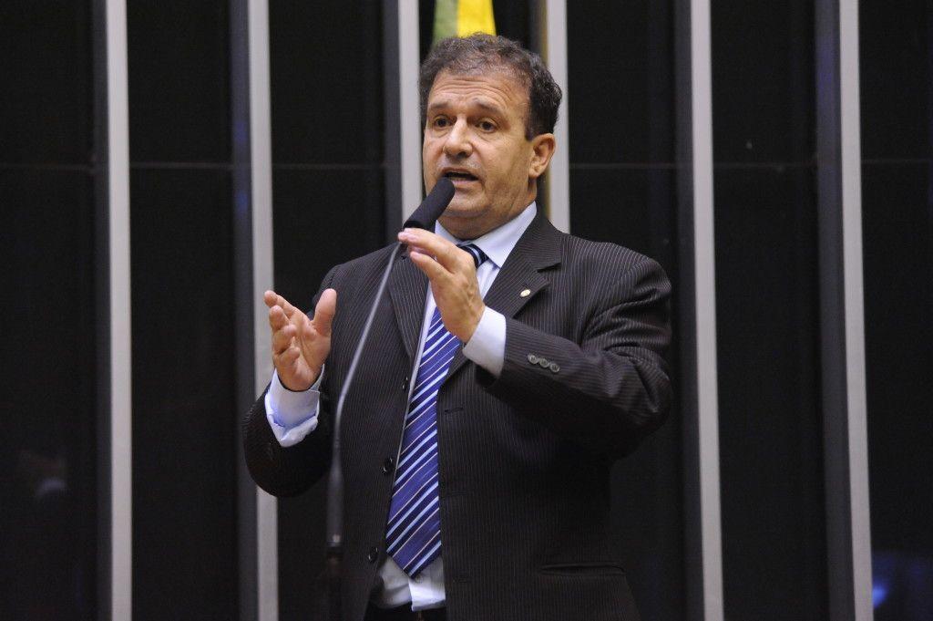 Governo ao invés de combater o desemprego vai taxar o desempregado', afirma deputado sobre a carteira Verde Amarela